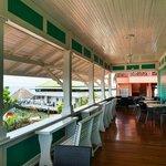 Balcón donde se sirven los desayunos.