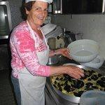 la Signora Anna in cucina