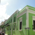 Tropically coloured/white trim Architecture