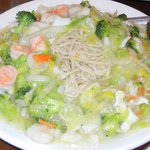 Seafood Chow Mein with thick noodels