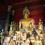 本尊の中の仏像。小さいですがとてもきれいです