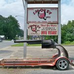 A real HOT Pistol of a BBQ place!