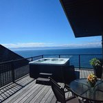 Rooftop Oceanfront Suite: Private Hot Tub