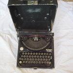 maquina de escribir olivetti portable (es probable corresponda de principios de 1900)