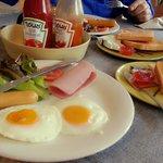 อาหารเช้าที่ครัวพระตำหนัก
