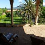 Sicht von der Terrasse auf den Mont Canigou