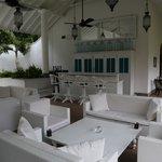 Salon avant piscine