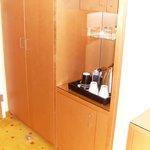 Kleiderschrank und KühlschrankNK