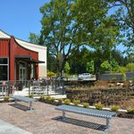 Meconi's Hawks Prairie - Outside seating