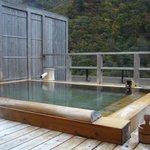 屋上にある貸切の露天風呂です