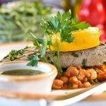 Bistecca di Tonno con stufato di Fagioli e Salsa Verde