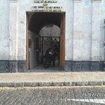 Esta es la puerta de entrada del Hostel