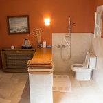 Cu8arto de baño de Rafa, habilitado para personas con minusvalía