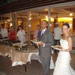 Casamento na área aberta do hotel