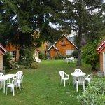 Jardin y vista de las cabañas