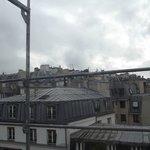 Sous les ponts de Paris, lorsque descend la nuit