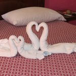 Comfie bed, clean room, cute swans :)