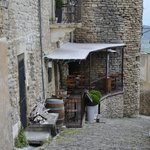 View of the oustide of the restaurant (terrace table is just above the entrance)