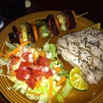 tuna steak eith salad and veggie kabob