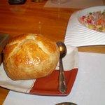 「洋」の逸品、グラタンのパイ包みと黒川サーモンと岩魚のサラダ