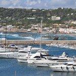Panoramica del porto di Forio dalla stanza  dell'hotel