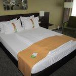 Geräumiges Bett