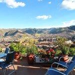 Vista de Cuzco, da varanda do hotel, que você acessa pelo apartamento, no 4º andar.