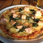 Salmon and spinach pizza