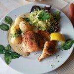 Dorschfilet mit Sauerkraut u. Petersilienkartoffeln an Senfsauce