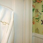 Robes & more fantastic wallpaper