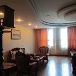 Suite - Wohnbereich mit TV und G-WC