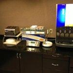 Holiday Inn Express Green Bay breakfast area