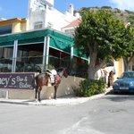 Laineys bar & Bistro