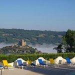 VVF Villages Hauts de Najac : vue de la piscine