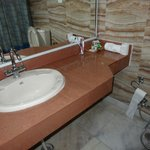 Very poor and shaby wash basin and table