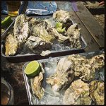 Fresh and grilled medium sized oysters