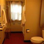 King cabin bathroom