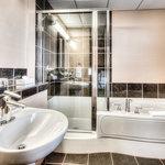Queen Bachelor Bathroom