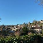 Vue panoramique,prise depuis le fond du jardin,du Bourg de Château-Renard