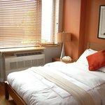 separates Schlafzimmer 1 Queenbett, 1 Zustellbett möglich