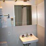 Bad rechts ist die Dusche