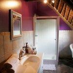 bathroom / shower en~suite