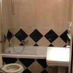 Bañera y amplitud en el baño