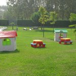parco piscina con giochi per bimbi
