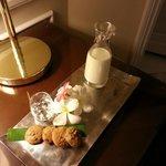 Turndown cookies and milk
