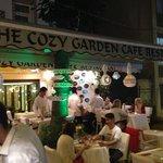 Photo de The Cozy Garden Restaurant