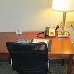 Work Desk in Room w/Complimentary WiFi