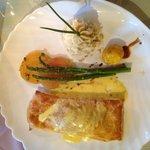 Salmon En Croute w/Champaign Hollondaise