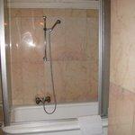 Ванная комната в номере 16 (мрамор)