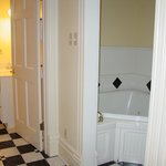 Studio King bathroom & separate jacuzzi